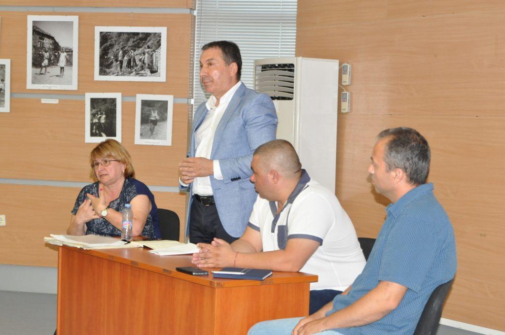 Николай Димитров разговаря с жителите на Свети Влас